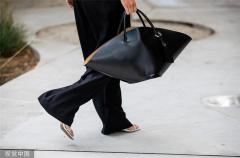 Falling for large tote bags in autumn